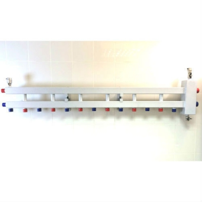 Гидрострелка с коллектором на 7 контуров (6 вниз, 1 боковой), вход 1 1/4, выходы 1
